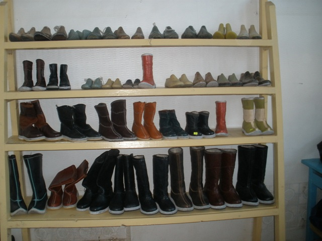 Shoe-making and repair shop, Zavkhan province, 2009.01